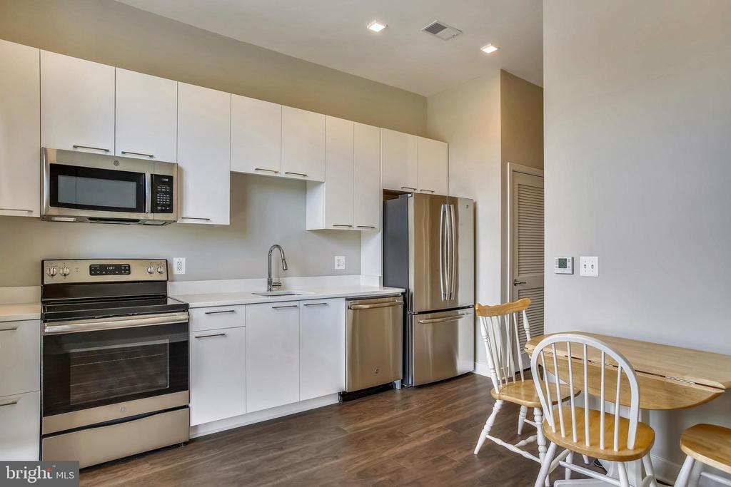 Kitchen & Dining Area - 989 S BUCHANAN ST #401, ARLINGTON