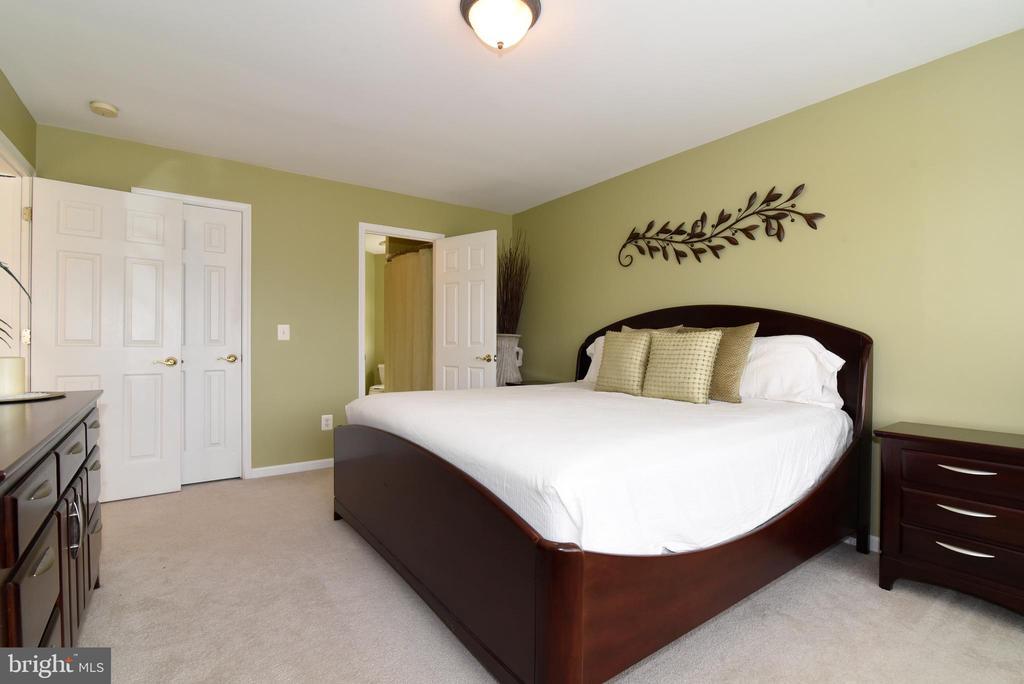 BEDROOM WITH PLENTY OF ROOM - 41921 SADDLEBROOK PL, LEESBURG