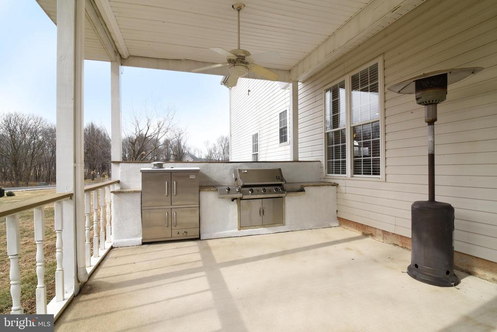 BUILT-IN GRILL & SMOKER CONVEY - 41921 SADDLEBROOK PL, LEESBURG