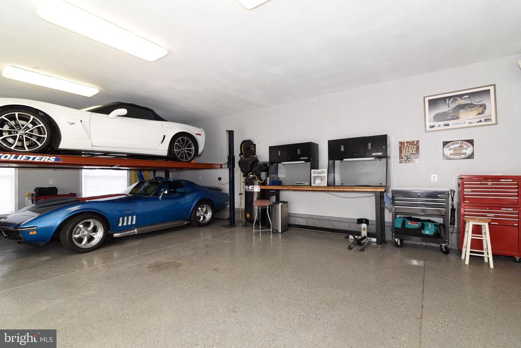 COLLECTOR'S DREAM GARAGE - 41921 SADDLEBROOK PL, LEESBURG