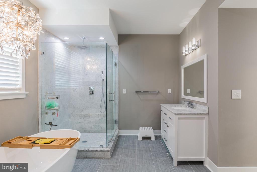 Master bath - 5615 PICKWICK RD, CENTREVILLE