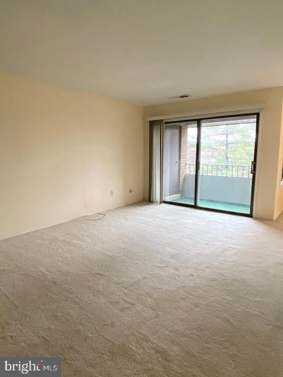 LIVING ROOM - 509 FLORIDA AVE #204, HERNDON