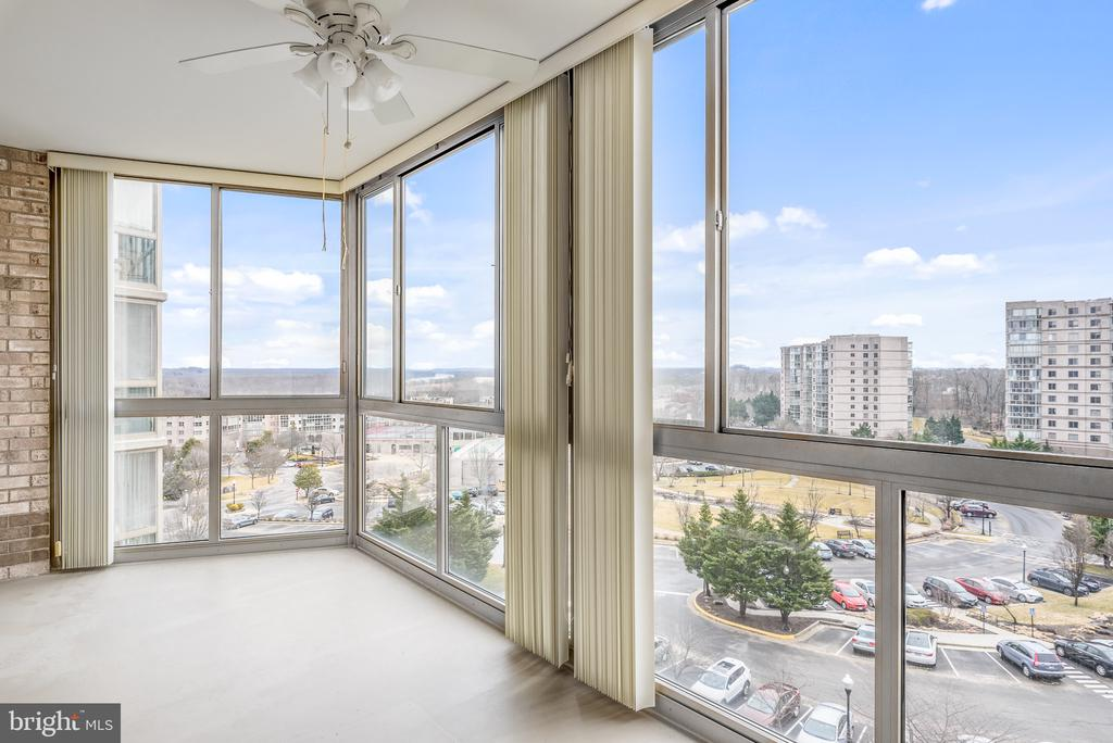 Beautiful views from this 3 bed/2 bath unit! - 19365 CYPRESS RIDGE TER #515, LEESBURG