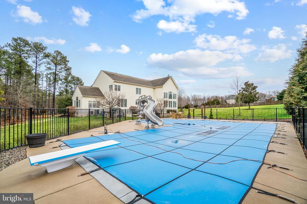 Your own backyard oasis, 40x32' saltwater pool - 12802 GLENDALE CT, FREDERICKSBURG