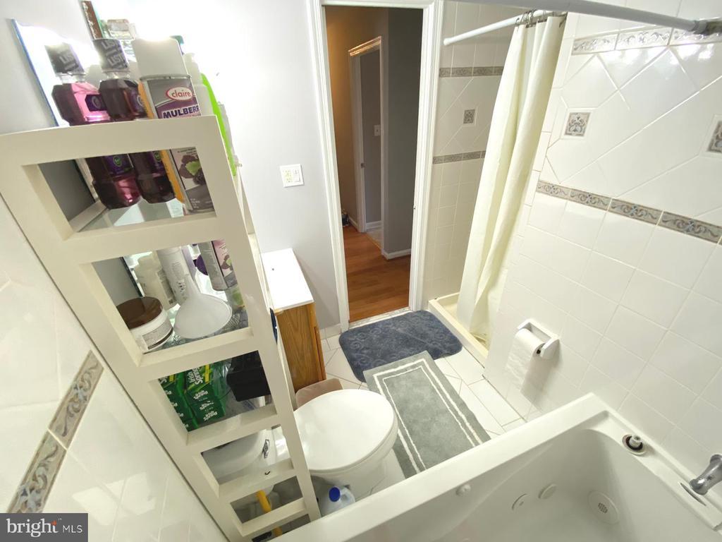 Full Bathroom - 14823 MAIDSTONE CT, CENTREVILLE