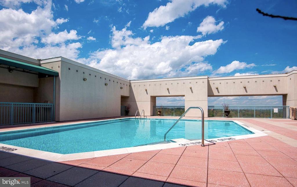 Roof Top Pool - 851 N GLEBE RD #416, ARLINGTON