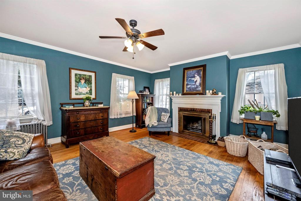 - 408 N MAIN ST, MOUNT AIRY