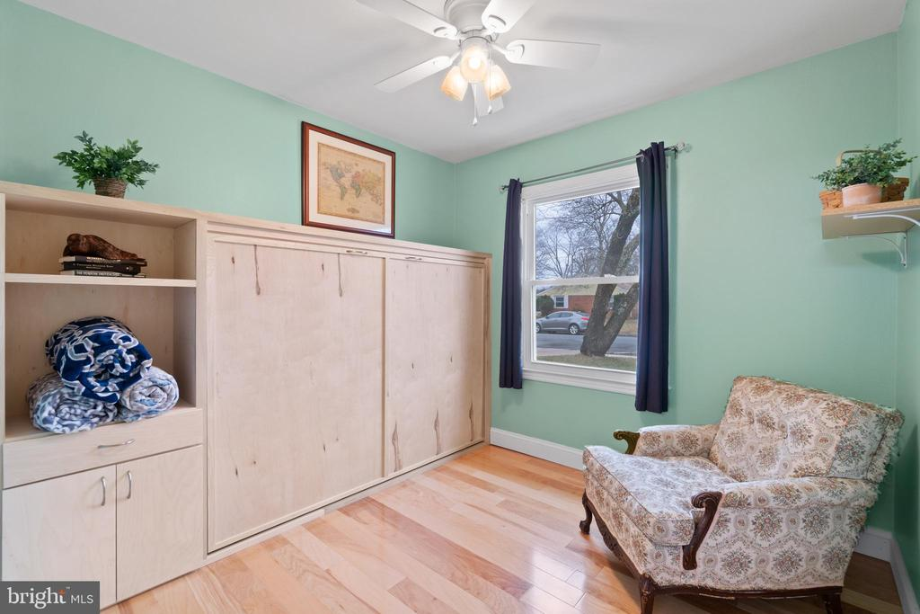 Bedroom 3 is perfect for guests... - 603 S DOGWOOD ST, STERLING