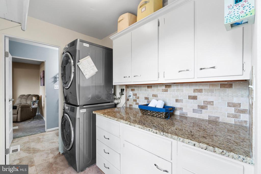 Laundry room has lots of storage and counter space - 603 S DOGWOOD ST, STERLING