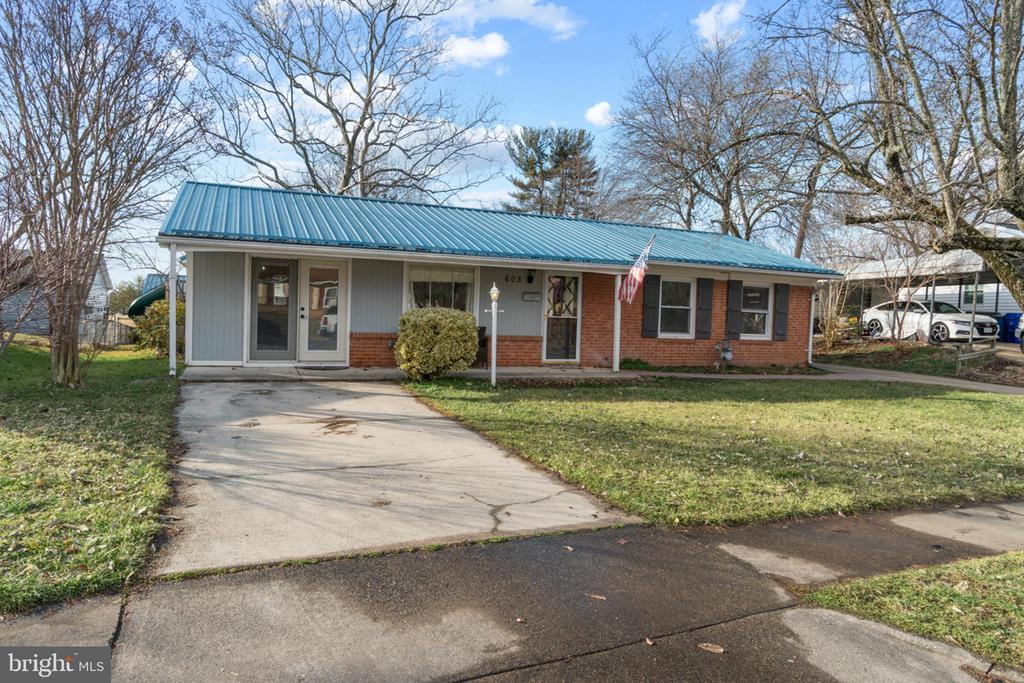 2 driveways! You can park in front of the home. - 603 S DOGWOOD ST, STERLING