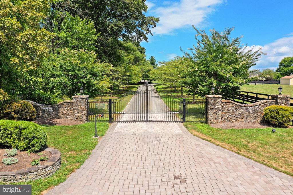 Brick Paver Gated Entry - 21281 BELLE GREY LN, UPPERVILLE