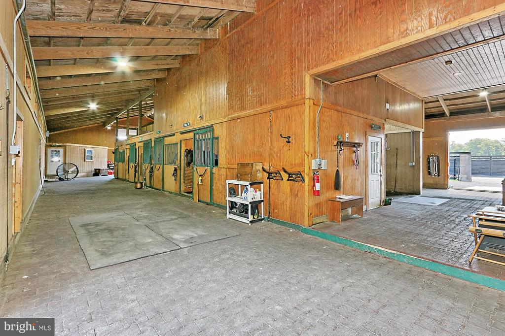 Entry view of Main Barn - 21281 BELLE GREY LN, UPPERVILLE