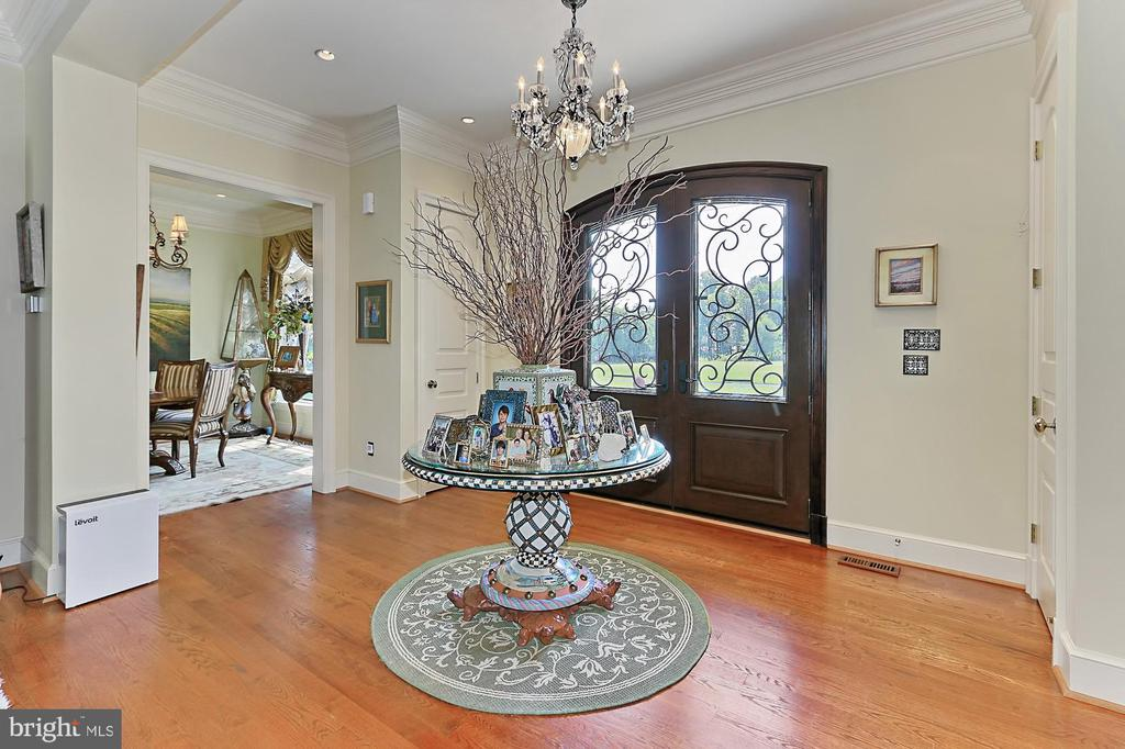 Main Residence Foyer - 21281 BELLE GREY LN, UPPERVILLE
