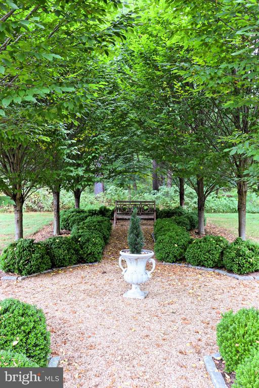 Main Residence Gardens - 21281 BELLE GREY LN, UPPERVILLE