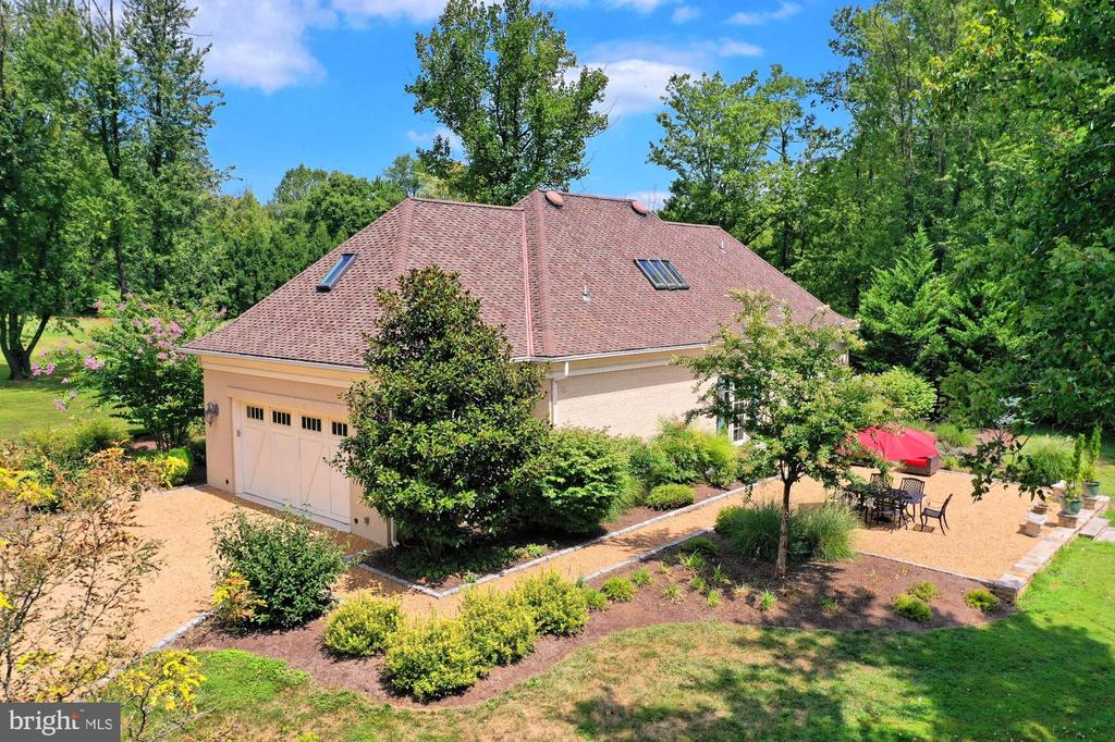 Side view of Managers Home - 21281 BELLE GREY LN, UPPERVILLE
