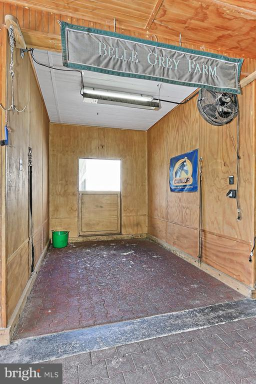 Wash Stall in Show Barn - 21281 BELLE GREY LN, UPPERVILLE