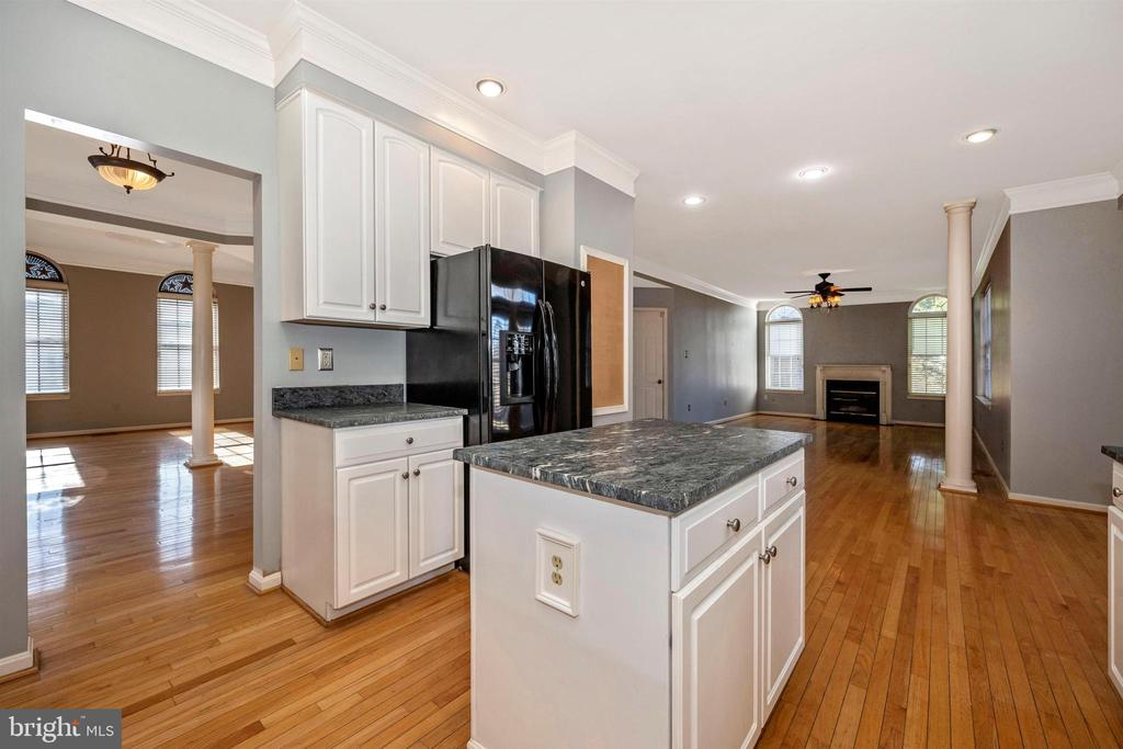 Kitchen opens into Family room - 6923 BARON CT, FREDERICK