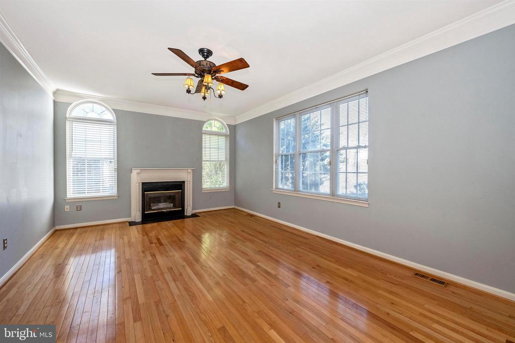 spacious family room with gas fireplace - 6923 BARON CT, FREDERICK