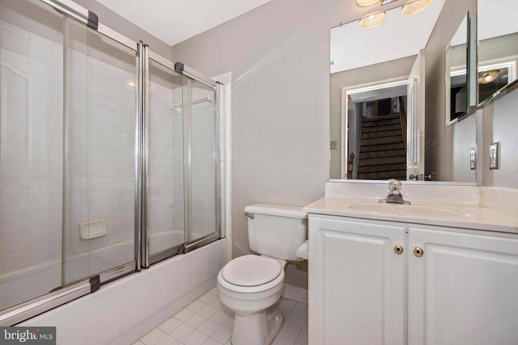 Basement - Full Bath - 6923 BARON CT, FREDERICK
