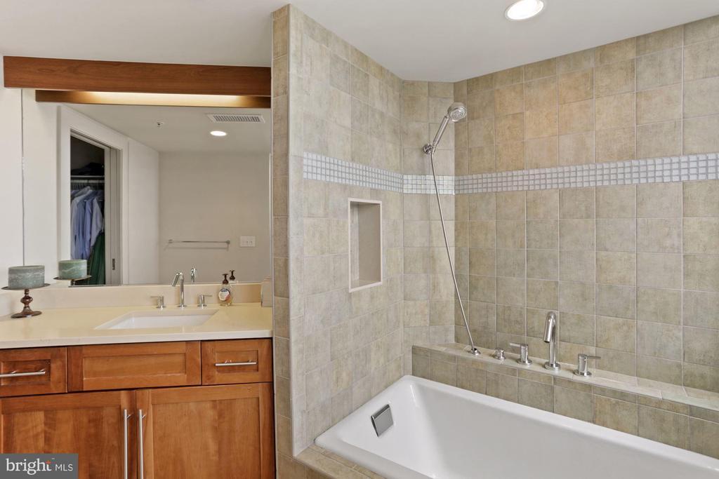 full bath 3 - 2000 MASSACHUSETTS AVE NW #R-4, WASHINGTON