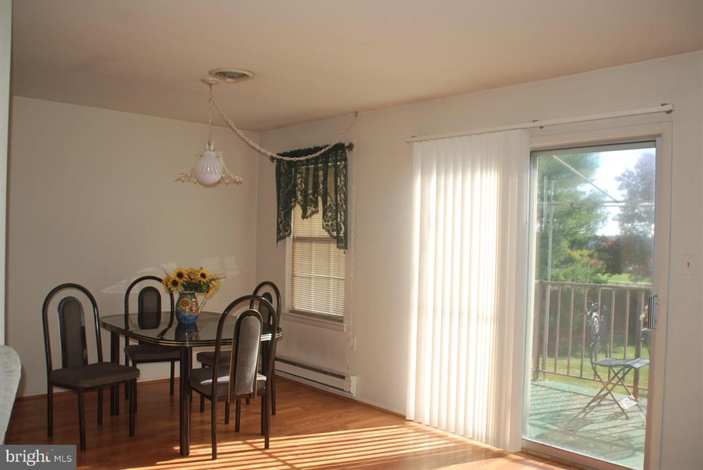 Spacious dining area - 7050 BASSWOOD RD #11, FREDERICK