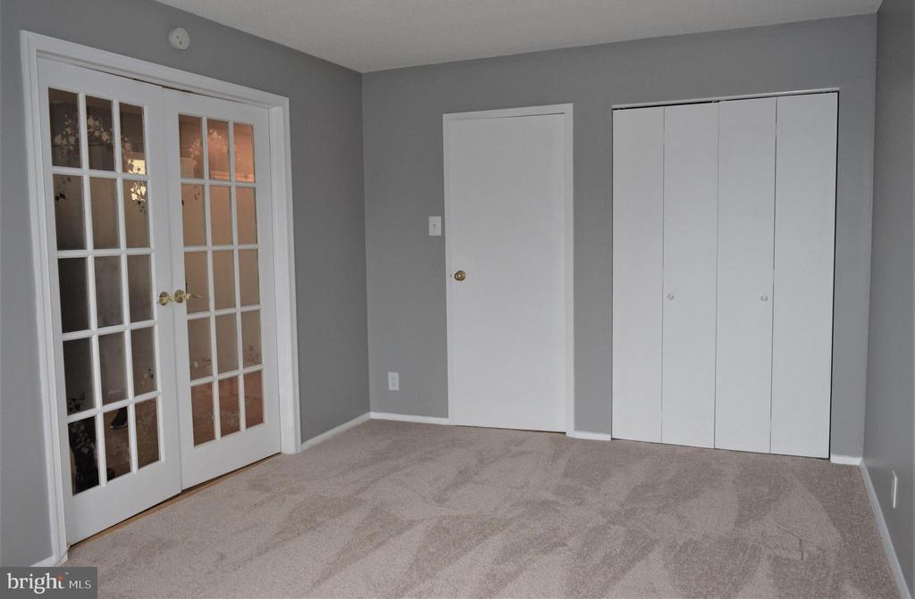 Bedroom with New Carpet - 2030 N ADAMS ST #404, ARLINGTON
