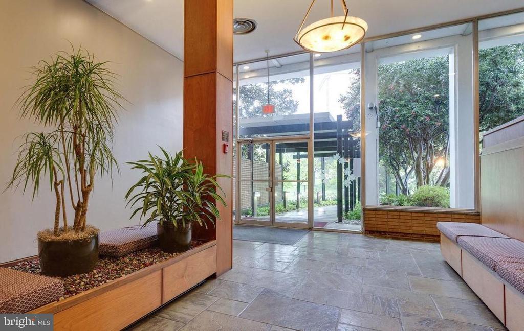 Building Lobby - 2030 N ADAMS ST #404, ARLINGTON