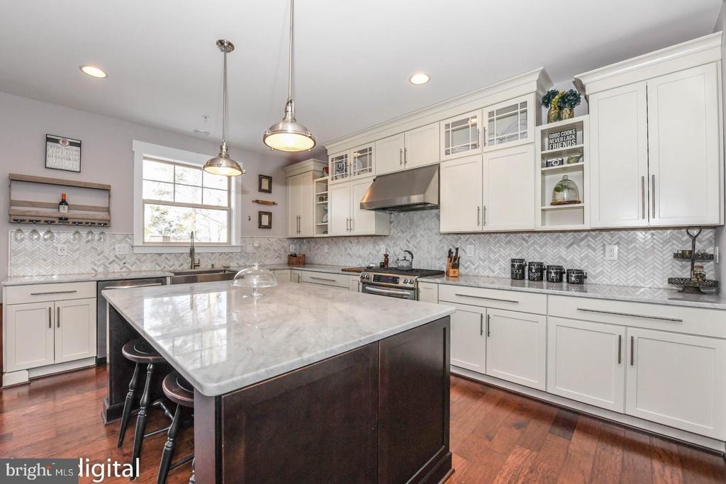 Gourmet chef's kitchen. - 6720 OAKRIDGE RD, NEW MARKET