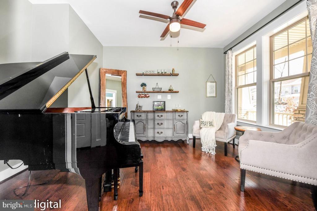 First floor flex room - dining/study/living room - 6720 OAKRIDGE RD, NEW MARKET