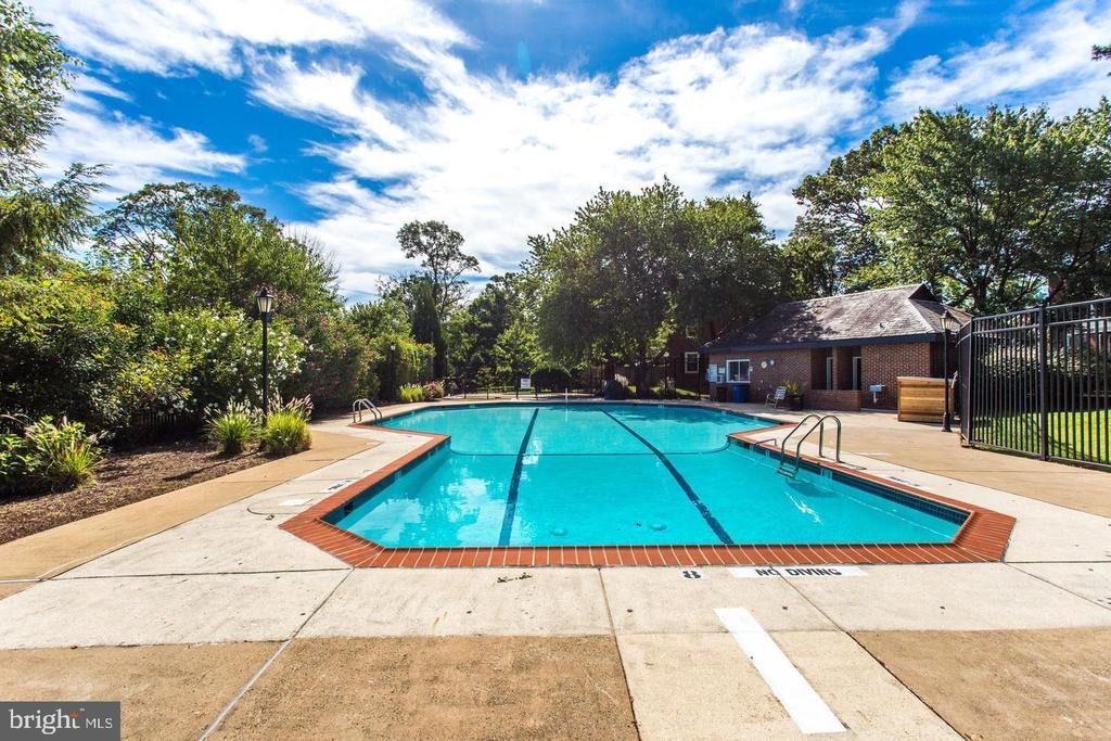 Out door Pool - 2812 ABINGDON #A, ARLINGTON