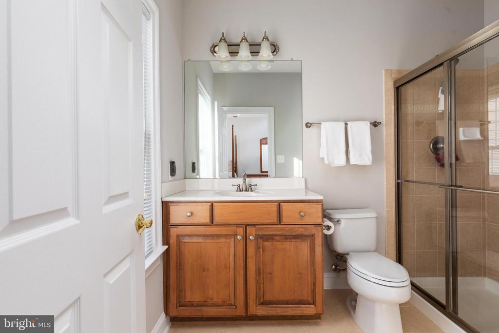 En Suite Bathroom - 42962 APPALOOSA TRAIL CT, CHANTILLY