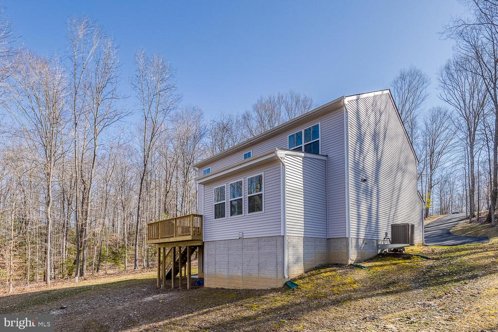 Surrounded by trees - 151 WOOD LANDING RD, FREDERICKSBURG
