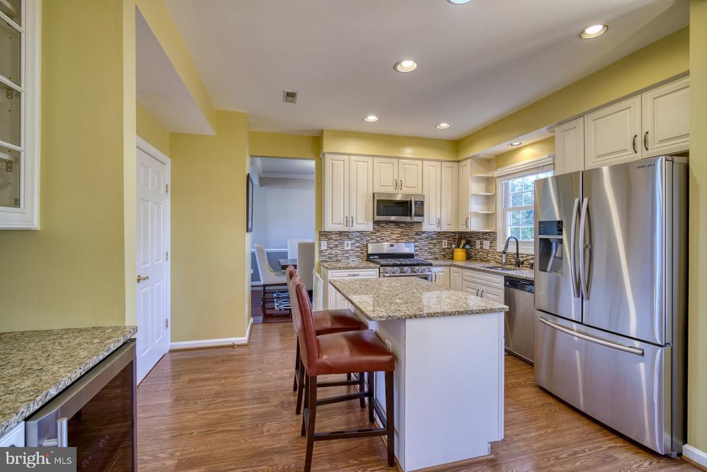 Kitchen has Wine Fridge / Beverage Area - 43936 BRUCETON MILLS CIR, ASHBURN