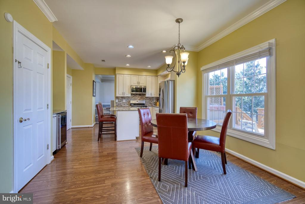 Lots of Space for a Kitchen Table - 43936 BRUCETON MILLS CIR, ASHBURN