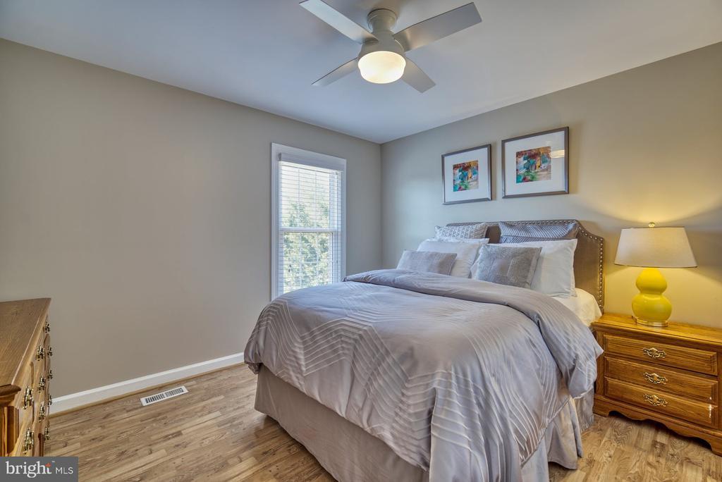 Lovely Forth Bedroom - 43936 BRUCETON MILLS CIR, ASHBURN