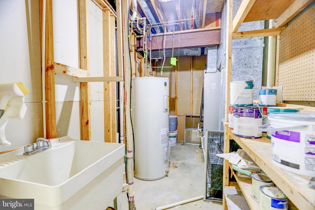 Utility Closet w Sink - 8024 OAK HOLLOW LN, FAIRFAX STATION