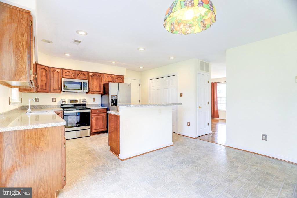 Eat-In Kitchen - 8024 OAK HOLLOW LN, FAIRFAX STATION