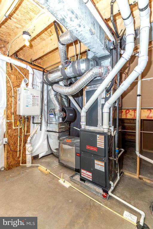 High efficiency furnace and tankless water heater - 8714 PRESTON DR, FREDERICK