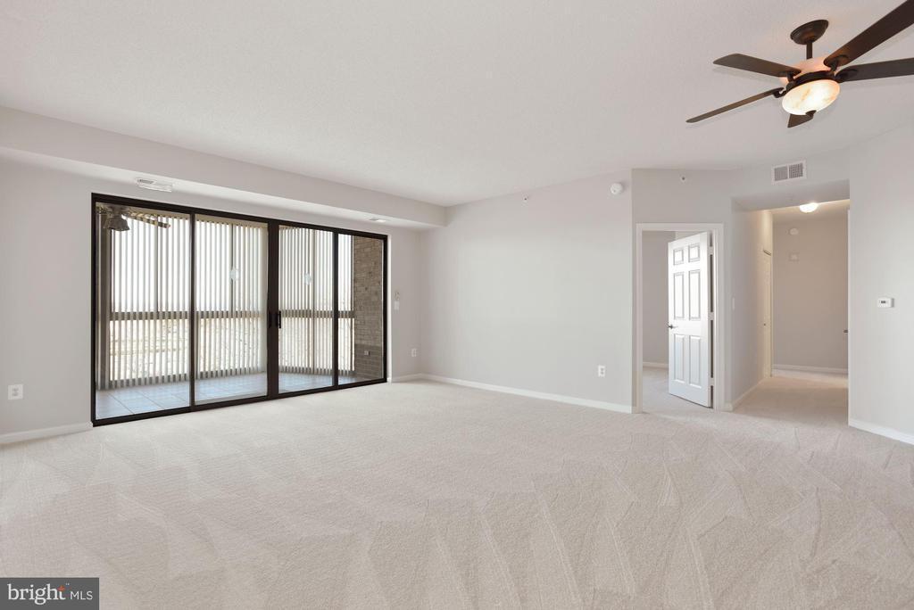 Living Room - 19365 CYPRESS RIDGE TER #701, LEESBURG