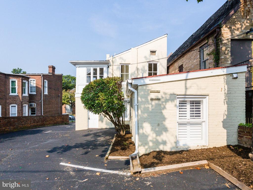 Back of property and parking lot - 322 S WASHINGTON ST, ALEXANDRIA