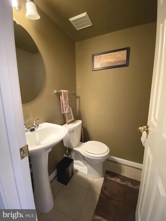 Half Bath  - Tile Floor & Pedestal Sink - 14103 RED ROCK CT, GAINESVILLE