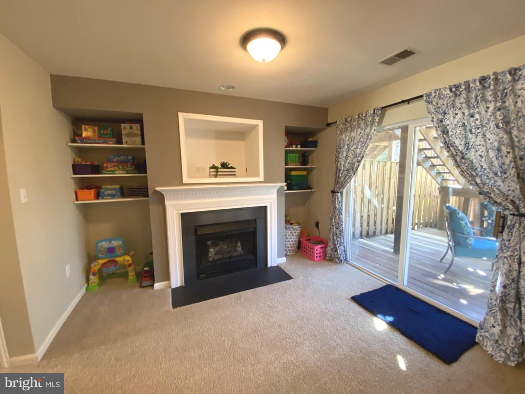 Built in Shelving - 14103 RED ROCK CT, GAINESVILLE