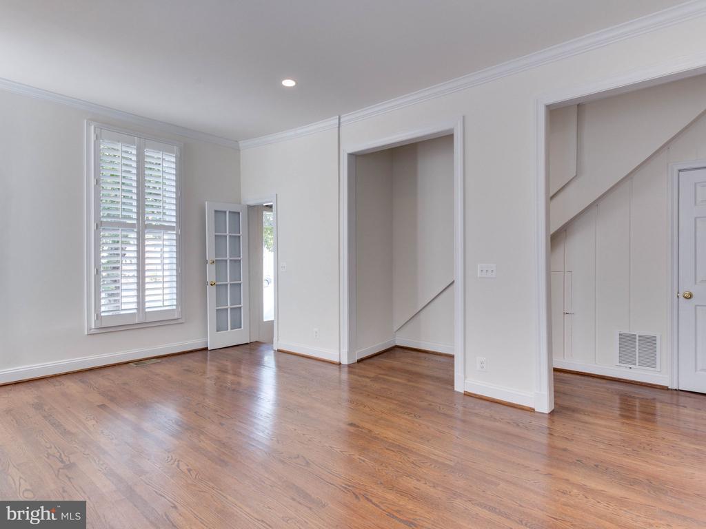 Lower Unit Living Room - 322 S WASHINGTON ST, ALEXANDRIA