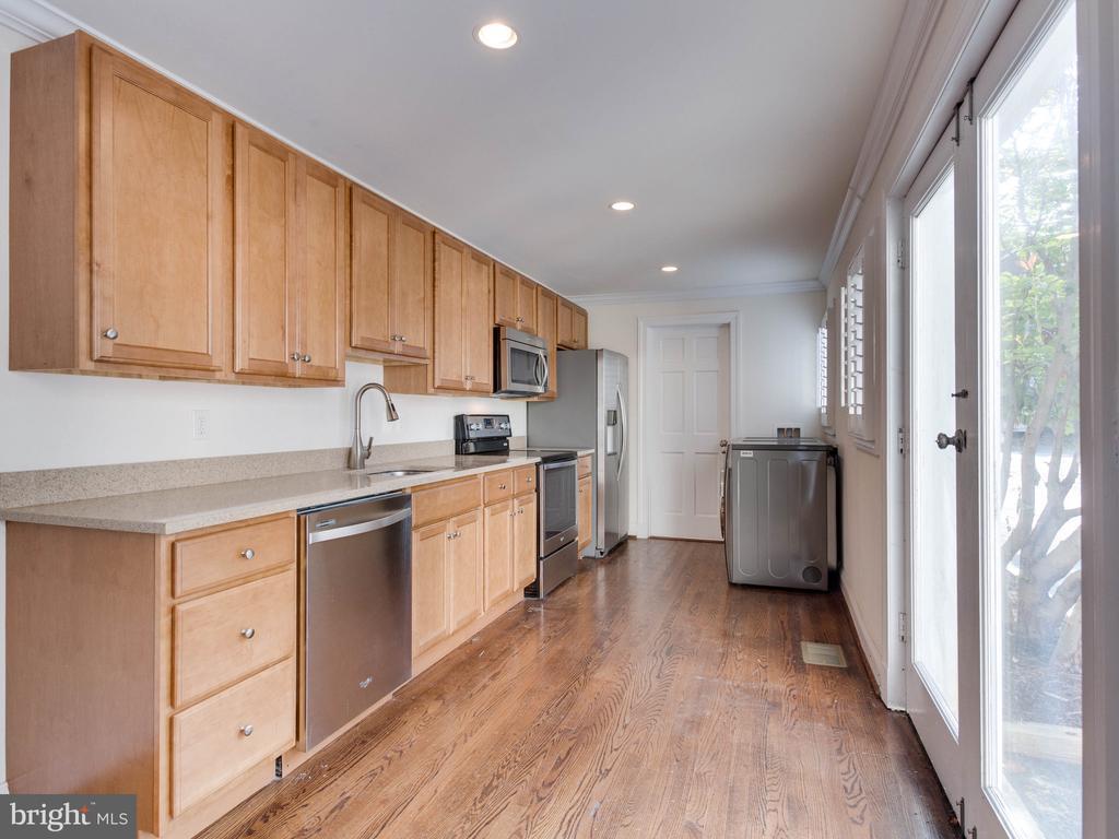 Lower Unit Kitchen - 322 S WASHINGTON ST, ALEXANDRIA