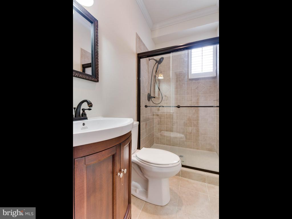 Lower Unit Bathroom 2 - 322 S WASHINGTON ST, ALEXANDRIA