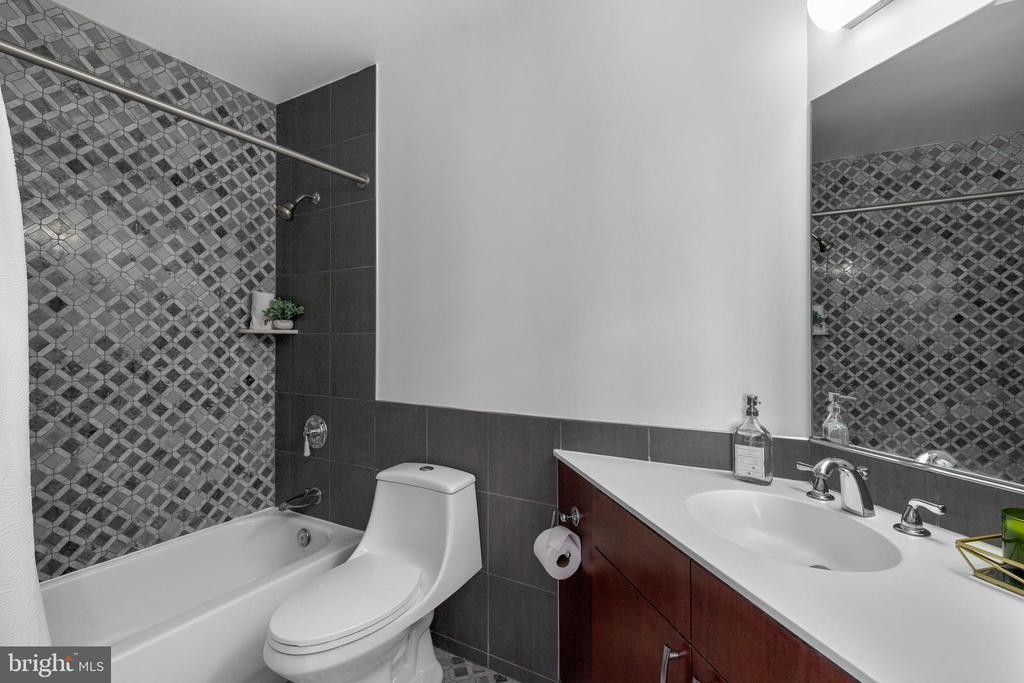 Primary bath - 1000 NEW JERSEY AVE SE #PH-19, WASHINGTON