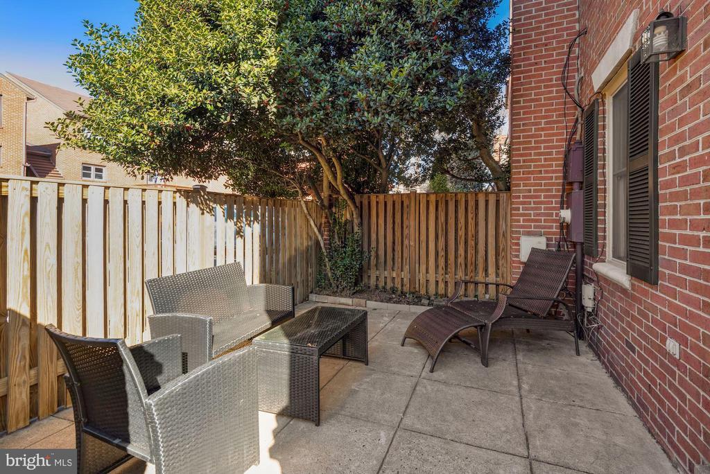 Fenced rear patio - 1132 N TAYLOR ST, ARLINGTON