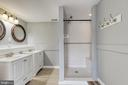 Double vanity and shower with seat - 9011 BACKLICK RD, FORT BELVOIR