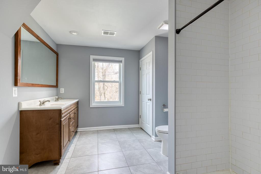 Large Primary Bathroom - 9011 BACKLICK RD, FORT BELVOIR