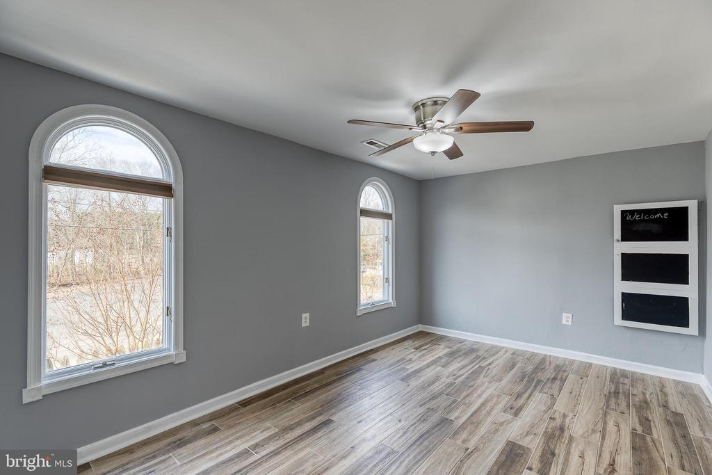 Additional Primary suite on main floor - 9011 BACKLICK RD, FORT BELVOIR
